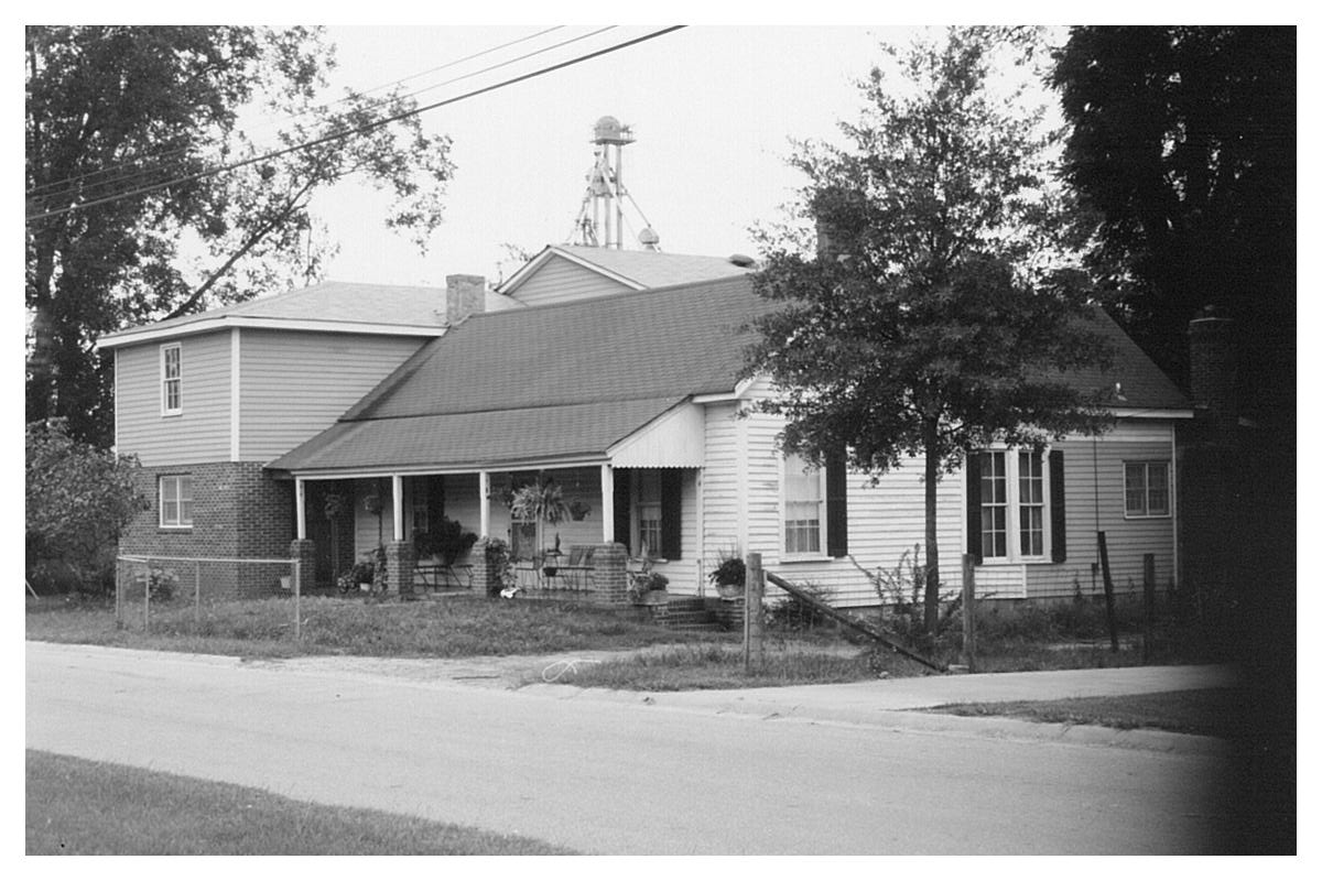 1988 picture of the Gilmore House